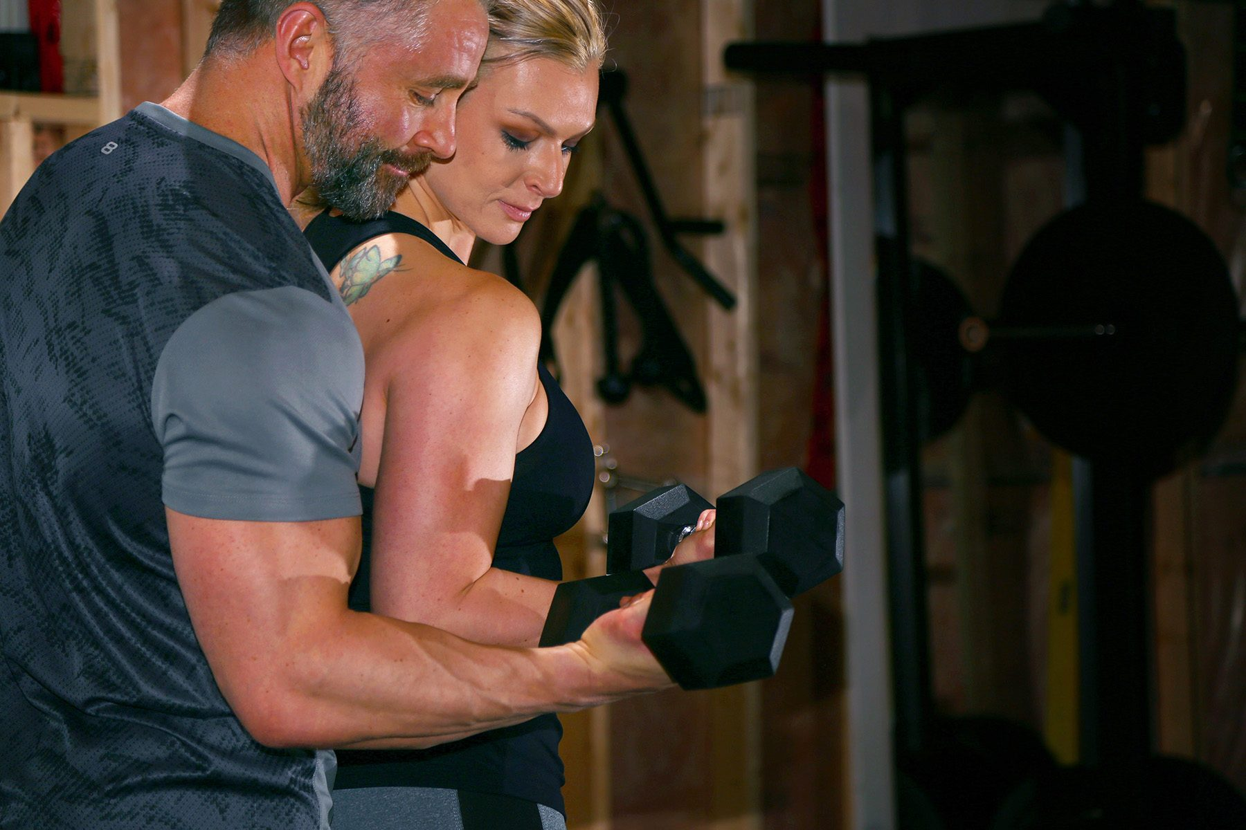 186-Fitness-couple-lifts-dumbbells-together@2x