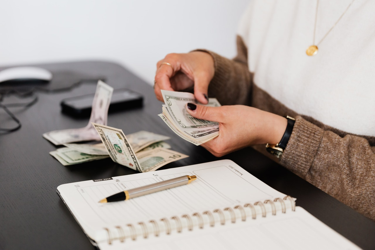 tracking expenses to balance the budget